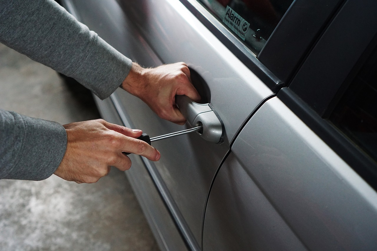 100 Dollar Bill Scam Being Used by Carjackers to Steal Vehicles