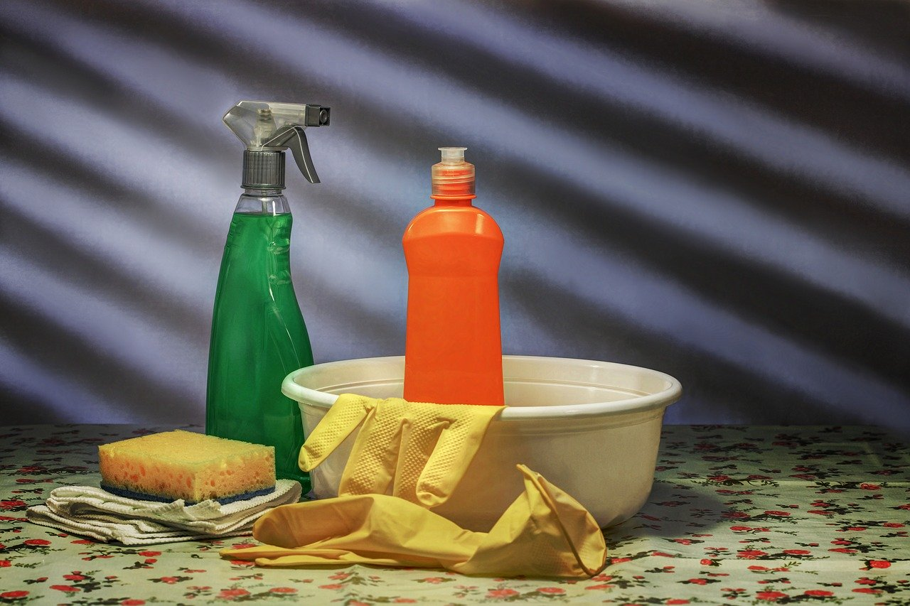 Do Not Mix These Cleaning or Disinfecting Products